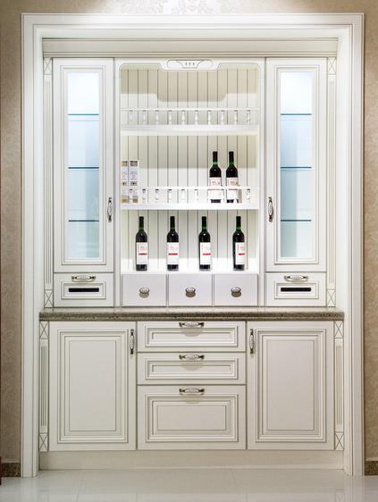 而其他空间酒柜被用于啤酒,葡萄酒,白酒类的存储等.